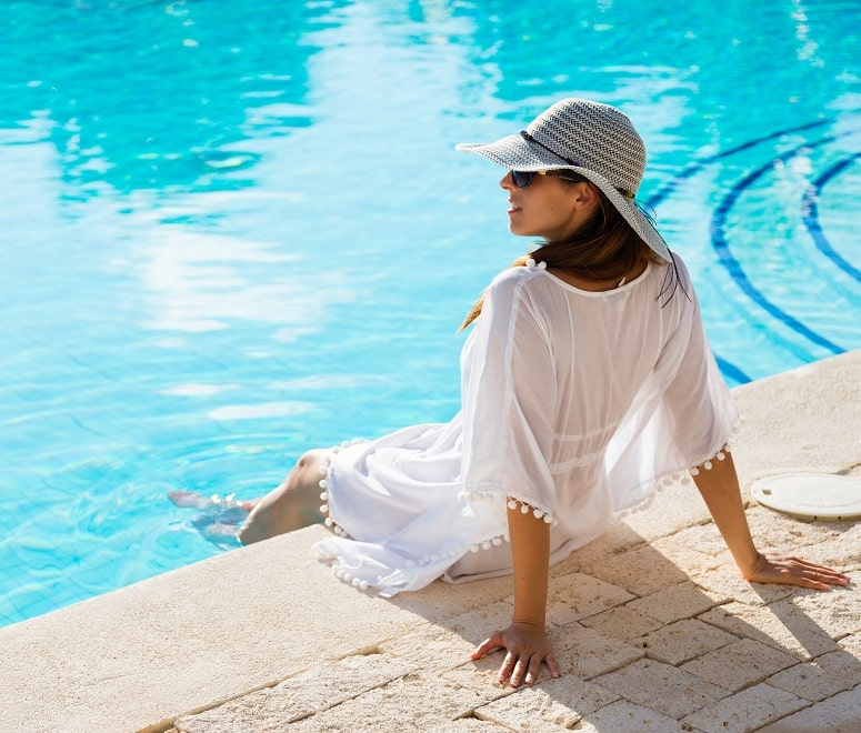 woman in a kaftan by the pool