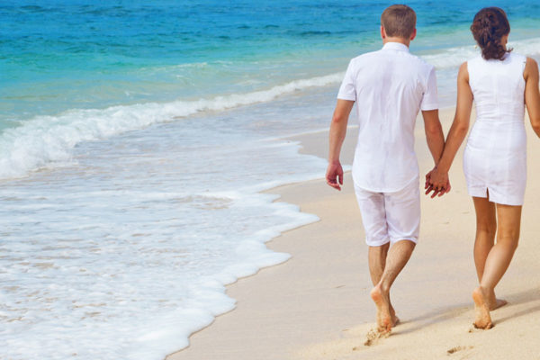 Couple-on-beach-1428x600