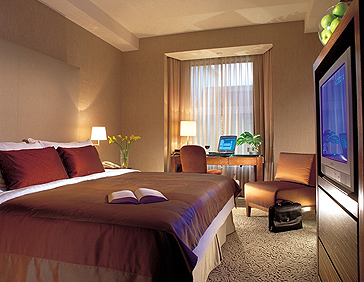 Traders Hotel Singapore 02 Club Room