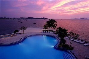 Dusit Thani Pattaya pool at sunset