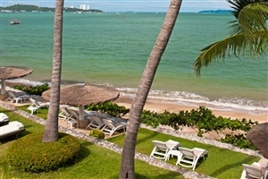Beach access from Dusit Thani Pattaya