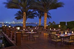 Outdoor dining in Abu Dhabi