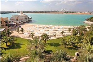 Beach in front of Shangri-La Qaryat Al Beri