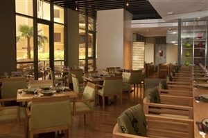 Restaurant options at Amwaj Rotana Jumeirah Beach