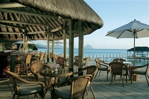 Beachside dining at la Pirogue