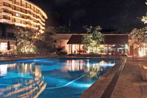 Taj Samudra pool at night