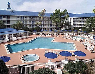 Econolodge Inn and Suites Pool 02