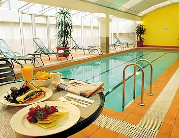 Clarion Suites Gateway Pool